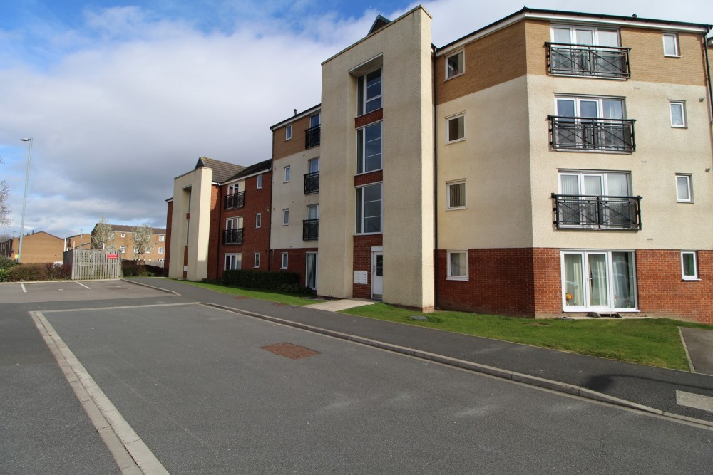 2 bed Apartment For Rent in Stockton-on-Tees, Cleveland - 1