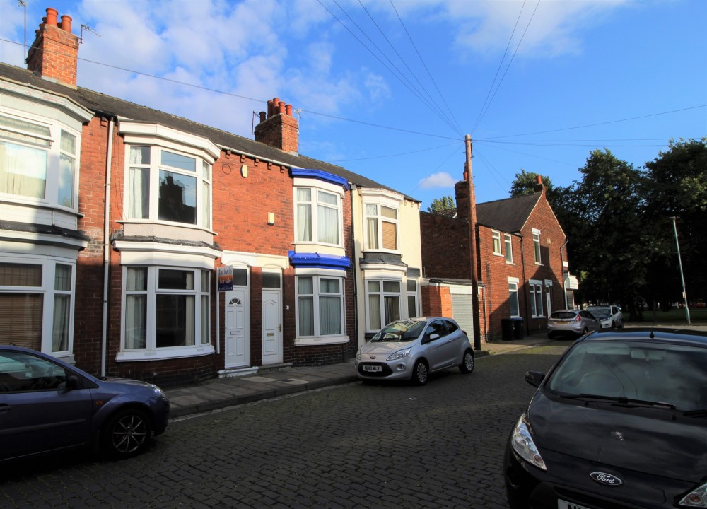 2 bed Terraced House For Rent in Middlesbrough, Cleveland - 1