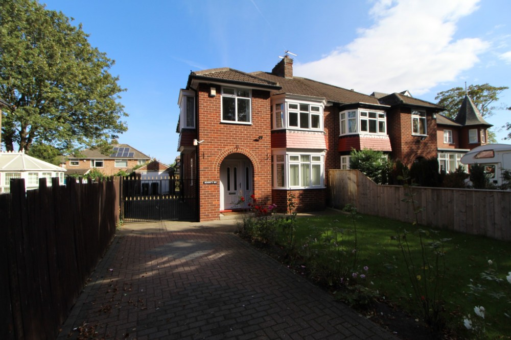 3 bed Semi-detached house For Rent in Middlesbrough, Cleveland - 1